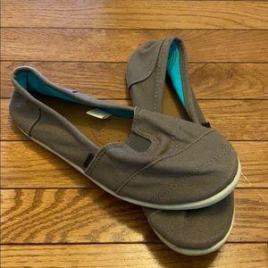 3/$20 sale Bongo canvas slip on shoes
